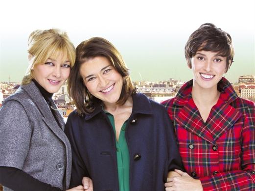 Hermanas: Amparo Larrañaga, María Pujalte y Marina San José escenifican el retrato de la familia.