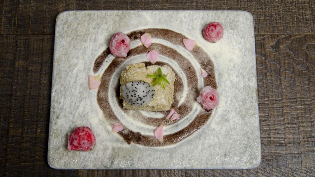 Sopa de chocolate, bizcocho de té verde, kumquat y caviar cítrico_KENA_L...