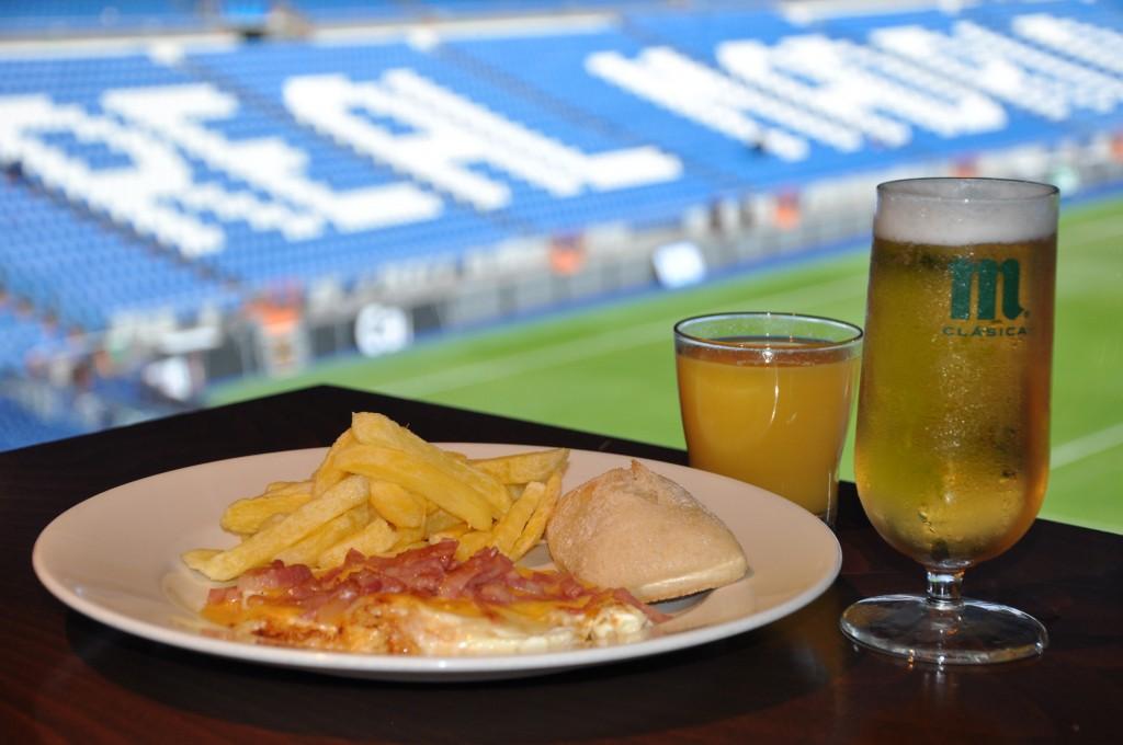 ¡Regalamos una comida-experiencia en el Santiago Bernabéu!