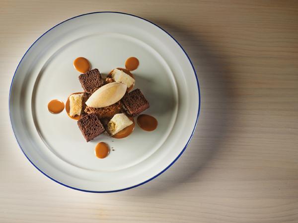 Chocolate en diferentes formas con avellana y dulce de leche