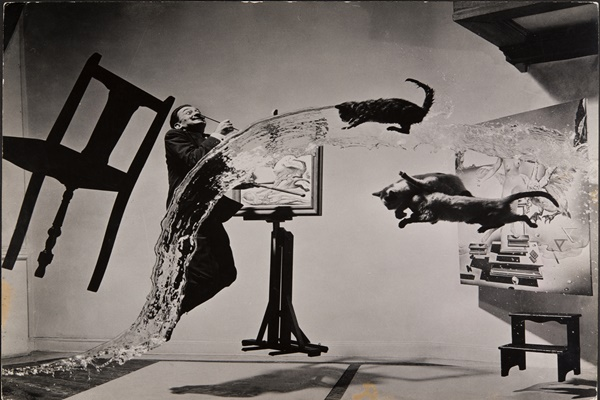 Philippe Halsman, Dalí Atomicus. 1948. Musée de l'Elysée © 2016 Philippe Halsman Archive / Magnum Photos. Exclusive rights for images of Salvador Dalí: Fundació Gala-Salvador Dalí, Figueres, 2016