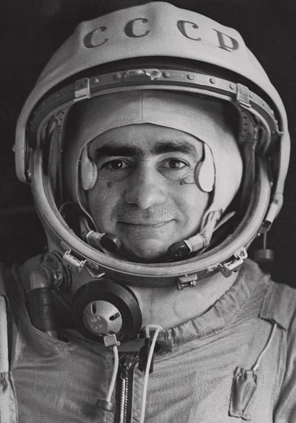 """""""Spoutnik"""" Portrait officiel du pilote-cosmonaute Iván Istochnikov, 1968 Tirage gélatino-argentique © Joan Fontcuberta"""