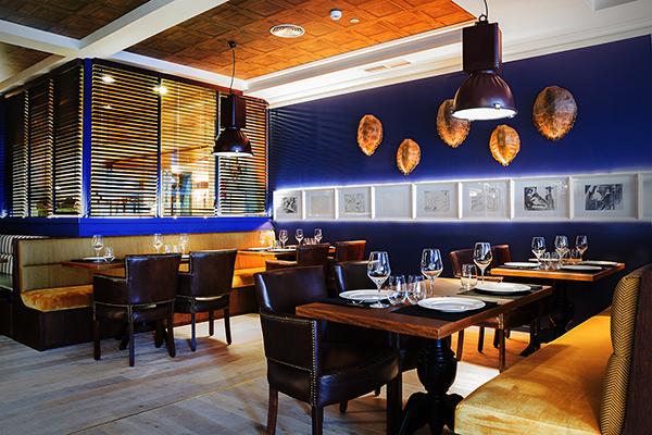 Restaurante Pelicano Madrid_mesas dcha entrada (1)