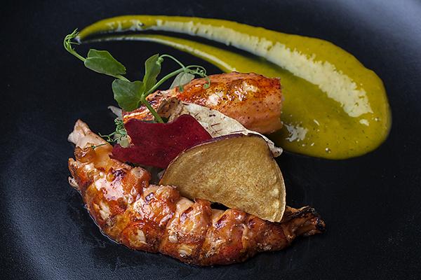 bogavante-con-ensalada-de-invierno-y-guacamo
