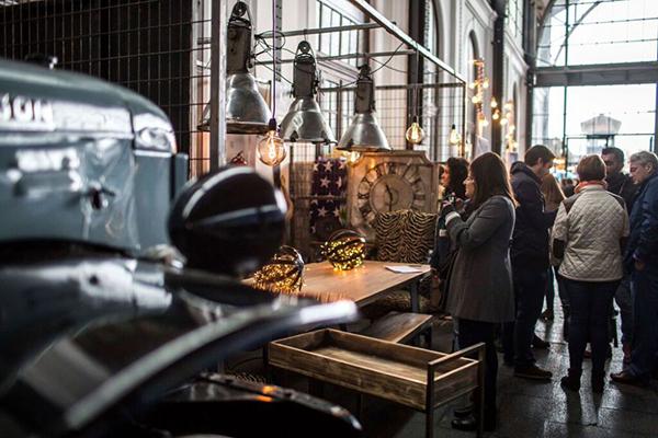 El Mercado de Motores: artesanía y gastronomía entre andenes
