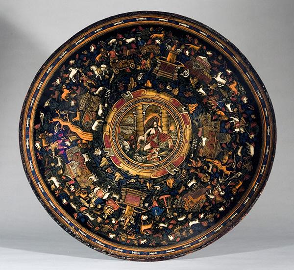 Batea Laca mexicana sobre madera, alto 8 cm; diámetro 56,5 cm Peribán, Michoacán, México, h. 1650 Nueva York, The Hispanic Society of America