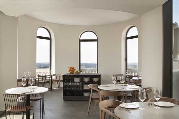 Nice-to-meet-you-Restaurant-lounge-panoramic-dome