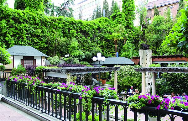 Una terraza mágica en El Jardín del Miguel Angel