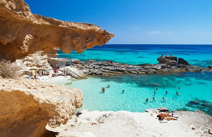Formentera: Este verano descúbrela en moto